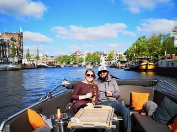 Rent per 1,5 hour: Amsterdam Old City Center Boat Tour