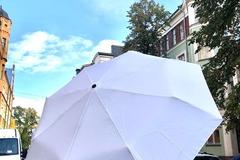 Ilmoitus: 55kpl valkoista sateenvarjoa (käyttämättömiä)