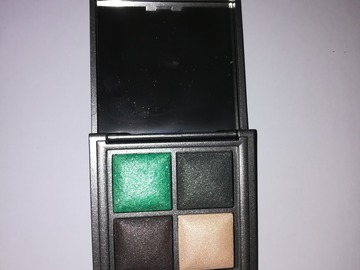 Venta: KIKO - Eyeshadow Palette. 03 Hyperreal Green Wood - VENDIDO