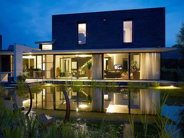 Click picture: FOTO VAN HUFFEL, architectuur-interieur en product fotografie.
