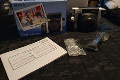 Ilmoitus: Myydään Instax Wide-kamera