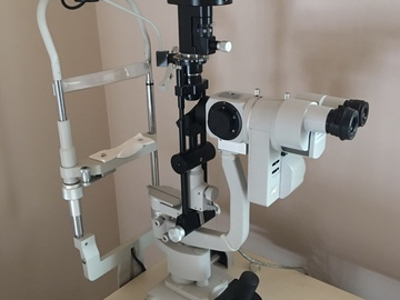Selling with online payment:  5-Mag Slit Lamp with Digital Camera, and Power table