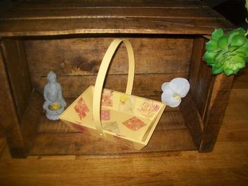 Vente au détail: panier en bois fleurs