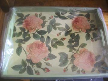 Vente au détail: plateau déjeuner décor roses