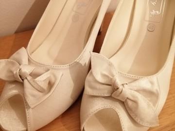 Ilmoitus: Ivory shoes 40