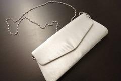 Ilmoitus: Hopeinen laukku
