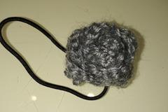 Vente au détail: chouchou au crochet fleur / gris chiné