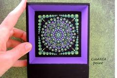Vente au détail: Dot mandala peinture peinte a la main aux couleurs noir et vert