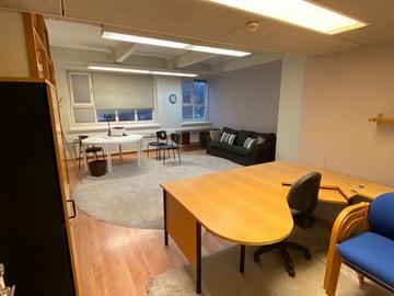 Renting out: Rauhallinen tilava toimistohuone loistavalla sijainnilla!