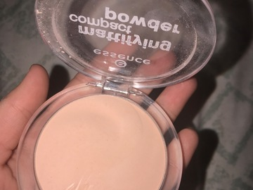 Venta: CORRECTOR ESSENCE 20 light neutral y POLVOS COMPACTOS ESSENCE TON