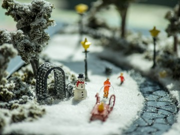 :  Christmas Snow Fun - Miniature Model Diorama