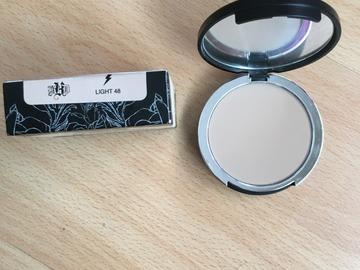 Venta: Base de maquillaje en polvo KAT VON D Light 48