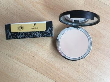 Venta: Base de maquillaje en polvo KAT VON D Light 49