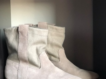 Selling: TOMS boots (Suede) Size 38