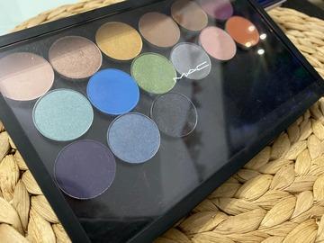 Venta: Mac Pro Palette con contenedor + Sombras de Mac 5€ c/u