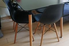 Selling without online payment: RECTANGLE BLACK TABLE + 4 CHAIRS = ALMOST BRAND NEW