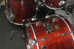 Selling with online payment: Gretsch 1979 / 1980 badge drum set all original