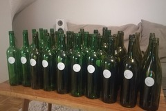Ilmoitus: 45 kpl vihreitä lasipulloja