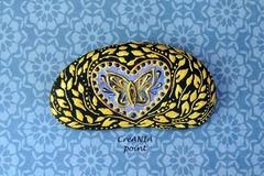 Vente au détail: Cœur et papillon sur galet peint a la main aux couleurs bleue, vi