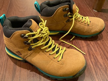 Selling with online payment: [SOLD] Columbia hiking shoes