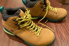 Selling with online payment: Columbia hiking shoes