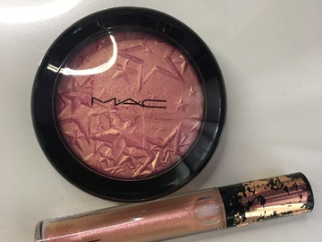 Venta: Iluminador de pack pink de Mac y gloss