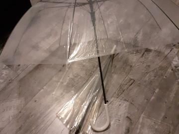 Ilmoitus: 2 kpl läpinäkyviä sateenvarjoja