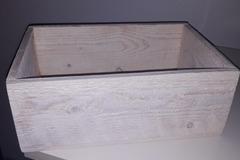 Ilmoitus: Puinen laatikko korteille/wc-tarvikkeille