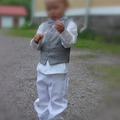 Ilmoitus: Valkoinen juhla-asu pojalle