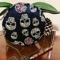 Vente au détail: Sac rond noir et motifs Calavera (crânes)