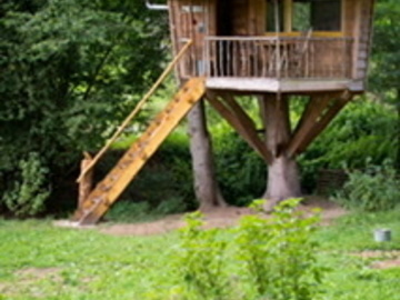 Accommodation: Treehouse/ Baumhaus
