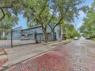 Monthly Rentals (Owner approval required): Houston TX, Gated Monthly Parking Spot in the Heart of Montrose