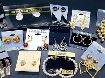 Buy Now: 1800 pairs-- Earrings--  tons of styles  $ .10 pair!!  PRICE CUT!