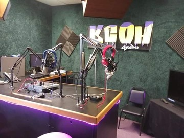 Rent Podcast Studio: KCOH-TV Studios Podcasting Suite