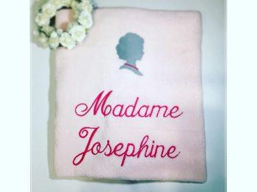 "Sale retail: Couverture Polaire à broder  ""Madame + Prénom"""