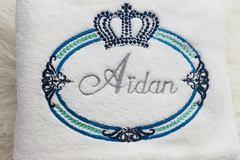 Vente au détail: Couverture Royale à broder avec Prénom dans Motif couronne