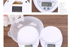 Make An Offer: 100 Electronic kitchen scale