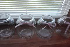 Ilmoitus: 4 kpl lasipurkkeja