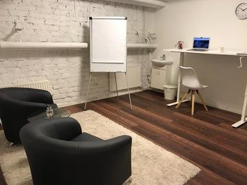 Renting out: Ainutlaatuinen Toimisto/vastaanottotila: drawing room/office