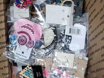 Buy Now: 100 Piece Jewelry Lot BNWT