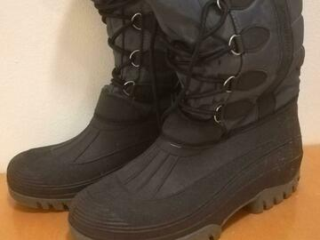 Selling: Snow boots