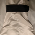 Ilmoitus: Laadukas, kaunis puku mustilla yksityiskohdilla
