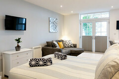 Accommodation Per Night: Apartment 6 - Ocean Walk - Studio - Peak season