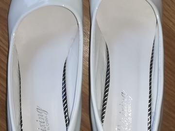 Selling: White shoes