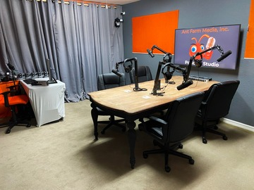 Rent Podcast Studio: Ant Farm Media Podcast Studio
