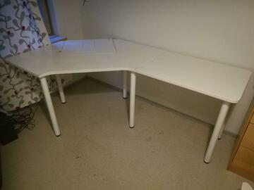 Giving away: Work desk for corner (with extension table)