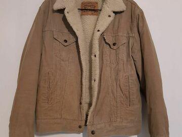Selling: Levi's Men Sherpa Trucker Jacket