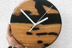 : Olive Live Edge x Matte Black Epoxy Resin Clock
