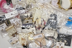 Buy Now: 100 Mix Earrings, Bracelets, Necklace Lot