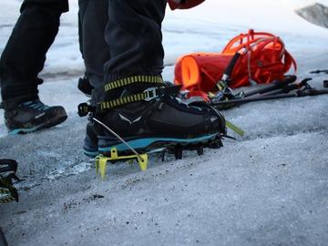 Vuokrataan (päivä): Salewan jäätikkövarusteet Helsingissä